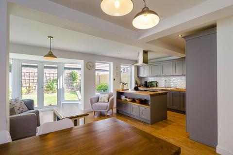 4 bedroom semi-detached house for sale - Fylingdale Avenue, Shipton Road, York