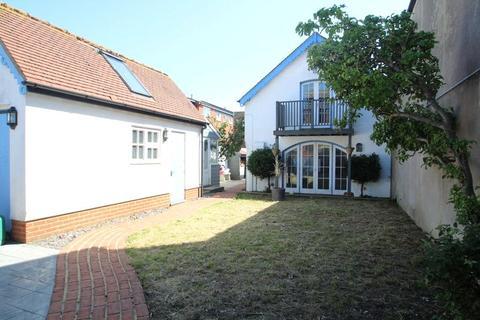 4 bedroom detached house to rent - New Road, Littlehampton