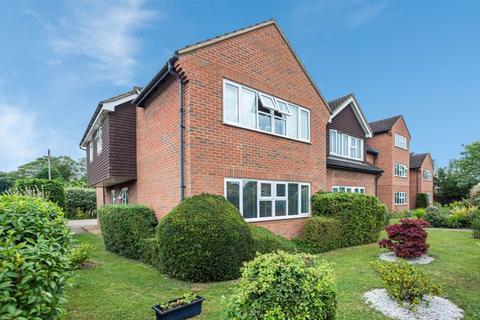 2 bedroom apartment to rent - Sussex Court, Victoria Road, Farnham Common SL2