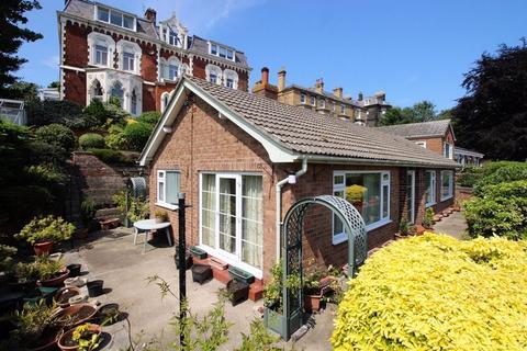 2 bedroom detached bungalow for sale - Westwood Road, Scarborough