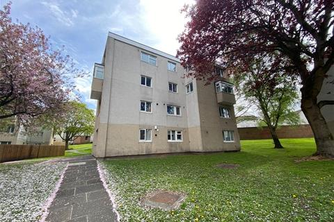 3 bedroom flat for sale - Wycliffe Gardens, Shipley