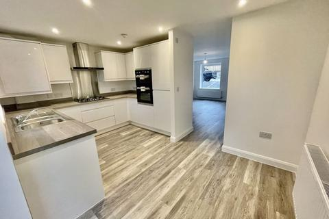 3 bedroom house to rent - Yew Tree Close, Astley Bridge, Bolton.   *AVAILABLE NOW*