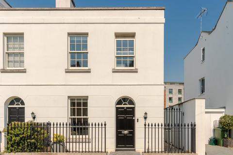 2 bedroom end of terrace house for sale - Gloucester Place, Cheltenham