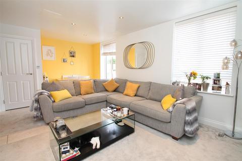 3 bedroom maisonette for sale - Huguenot Drive, Palmers Green, London N13