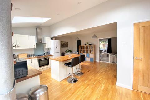3 bedroom semi-detached house for sale - Buckminster Gardens, Grantham