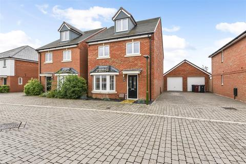 4 bedroom detached house for sale - Hangar Drive, Tangmere, Chichester