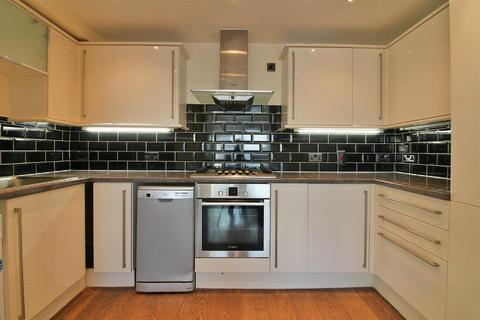2 bedroom flat to rent - City View House, Bethnal Green Road, London