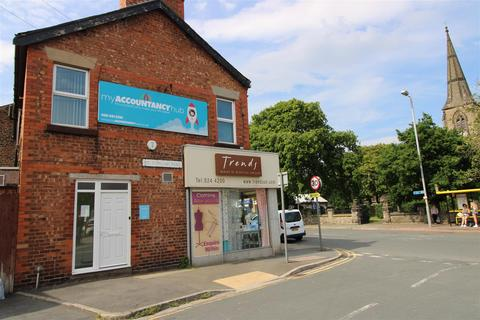 Property to rent - Liverpool Road, Crosby, Liverpool