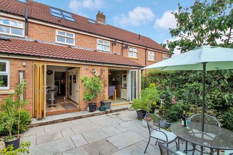 4 bedroom terraced house for sale - Coach House, 7 Steadings Yard, York YO32 5WT
