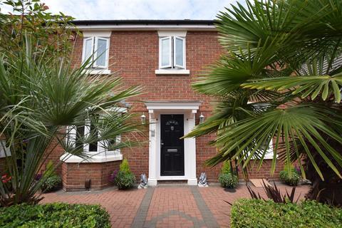 4 bedroom detached house for sale - Heathfield Park Drive, Chadwell Heath, Romford, RM6