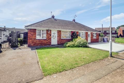 3 bedroom semi-detached house for sale - Middletune Avenue, Sittingbourne, Kent, ME10