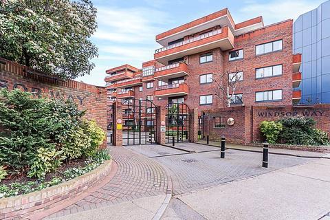 2 bedroom flat to rent - Stuart House, Windsor Way, London, W14