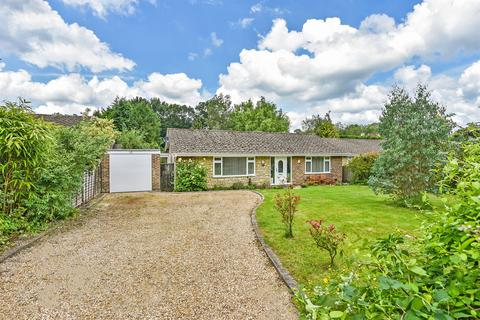 2 bedroom detached bungalow for sale - The Gardens, Fittleworth, West Sussex, RH20
