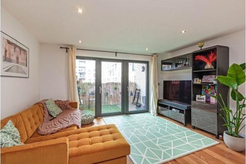 2 bedroom flat for sale - Eythorne Road, Stockwell