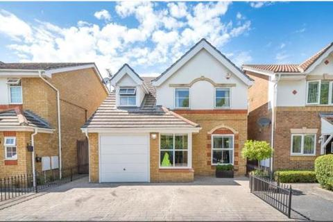 3 bedroom detached house for sale - Binstead Close, Hayes, UB4 9YE