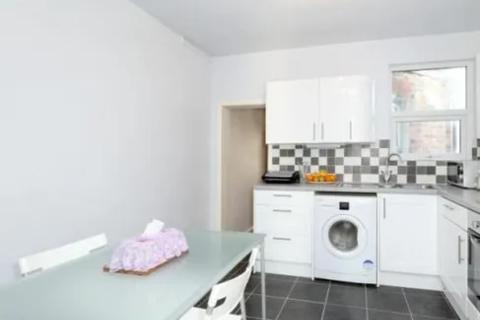 3 bedroom flat to rent - Sirdar Road  N22
