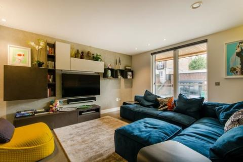 3 bedroom flat for sale - Flat 3 The Central, 163 Iverson Road, London, NW6 2RB