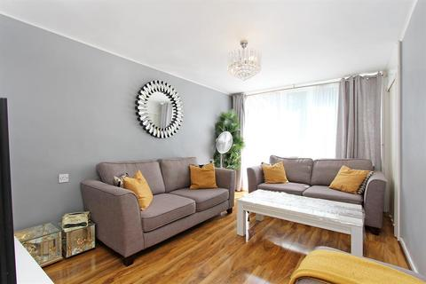 1 bedroom flat for sale - Elam Close, Camberwell, SE5 9BW