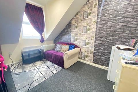 2 bedroom house share to rent - Castlehill Parade, The Avenue, West Ealing