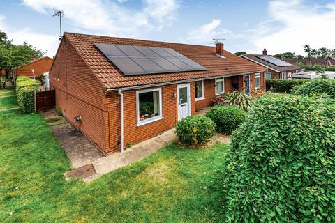 3 bedroom semi-detached bungalow for sale - Newton Close, Swinderby, LN6