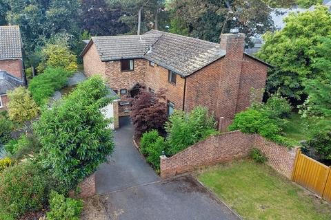 5 bedroom detached house for sale - Links Drive, Chelmsford, CM2 9AW