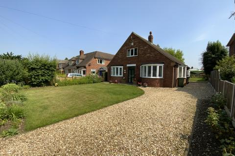 2 bedroom detached bungalow for sale - Burton Road, Lincoln