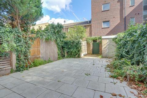 4 bedroom terraced house to rent - Westferry Road, London, E14 3AE