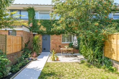3 bedroom terraced house for sale - St. Georges Drive, Chichester