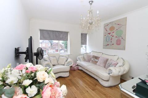 4 bedroom flat for sale - Vale Road, Worcester Park