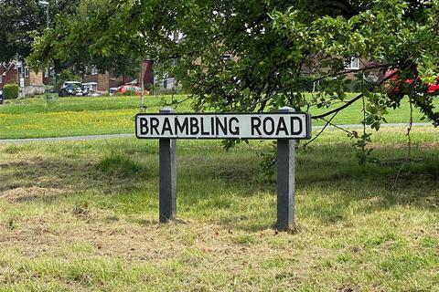 5 bedroom detached house for sale - Brambling Road, Horsham * COMING SOON *