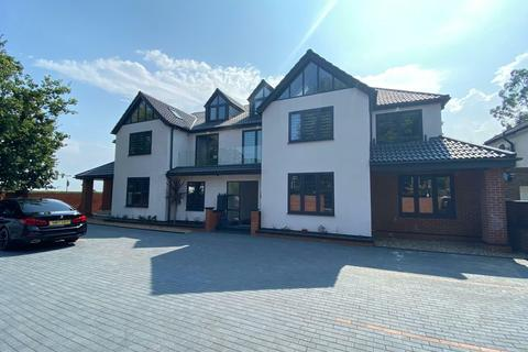 2 bedroom flat to rent - Hilltop Court, Harefield Road, Uxbridge, UB8