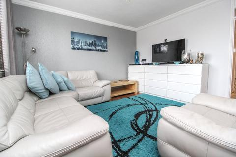 2 bedroom apartment to rent - Farrow House, Doddinghurst Road, CM15