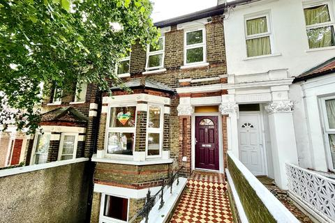 4 bedroom terraced house to rent - Griffin Road, London, Greater London, SE18