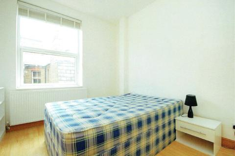 3 bedroom flat to rent - North End Road, W14
