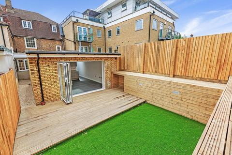 2 bedroom flat for sale - Upper Tooting Road, London SW17