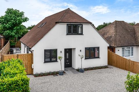 3 bedroom detached house for sale - Orchard Close, Langley