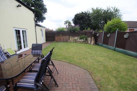 3 bedroom cottage for sale - High Green Road, Normanton