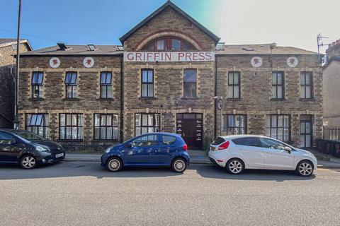 2 bedroom flat for sale - Osborne Road, Pontypool