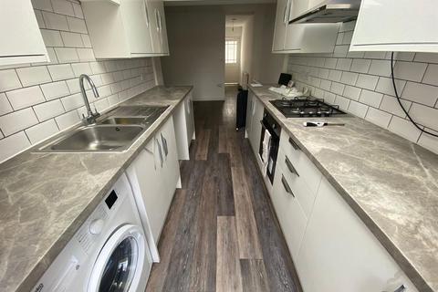 3 bedroom terraced house to rent - New Road, Dagenham
