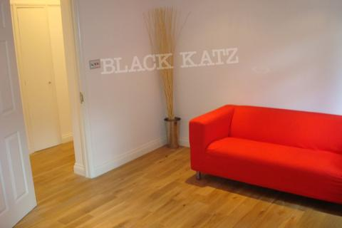 3 bedroom flat to rent - Hall Place