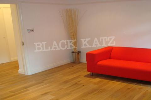2 bedroom flat to rent - Hall Place
