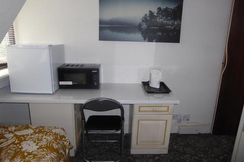Property to rent - Jersey Road, Isleworth