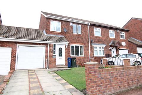 3 bedroom semi-detached house for sale - Wesley Way, Throckley, Newcastle Upon Tyne
