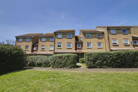 2 bedroom flat to rent - Flat 15, 2 Lake DrivePeacehavenEast Sussex