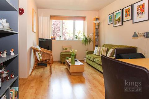 1 bedroom flat for sale - Bream Close, London