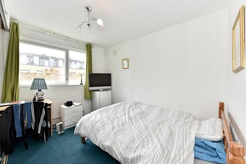 1 bedroom in a flat share to rent - Kinnoul Road, Hammersmith, W6