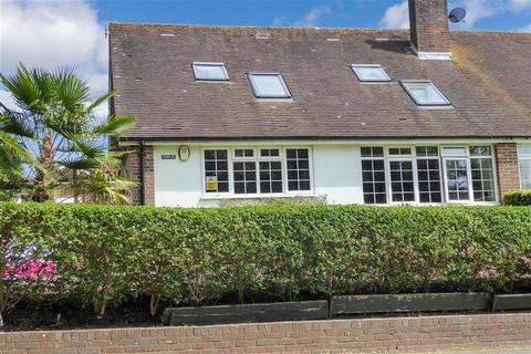 4 bedroom bungalow for sale - Horsham Road, Findon Village, Worthing, West Sussex