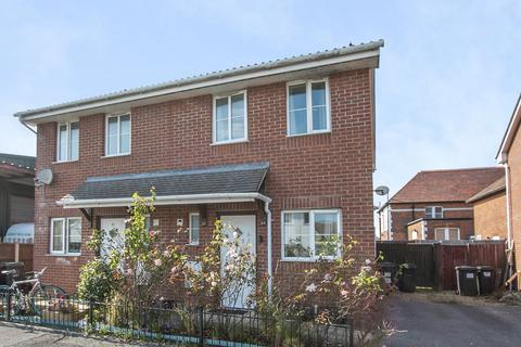 2 bedroom house for sale - Stanley Road,