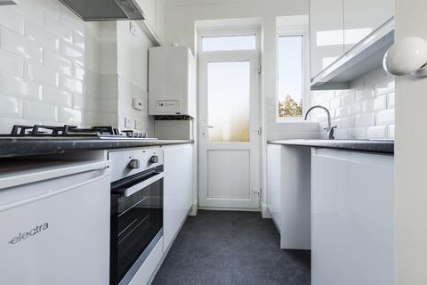 2 bedroom flat to rent - Fairways, Dyke Road , Brighton BN1
