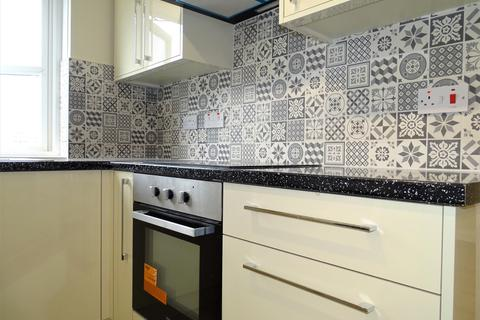 2 bedroom flat to rent - 11, Cherry Lane, UB7